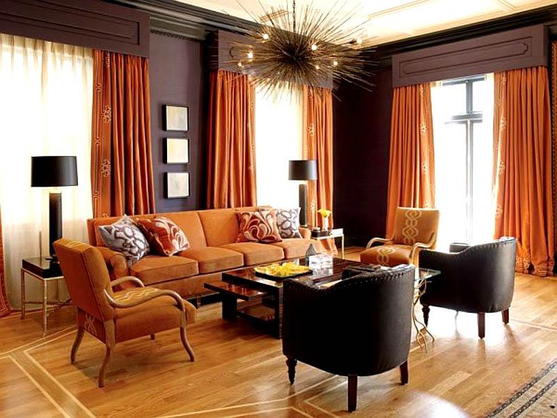 Комбинирование оттенка штор и стен дублируется в подборе мебели
