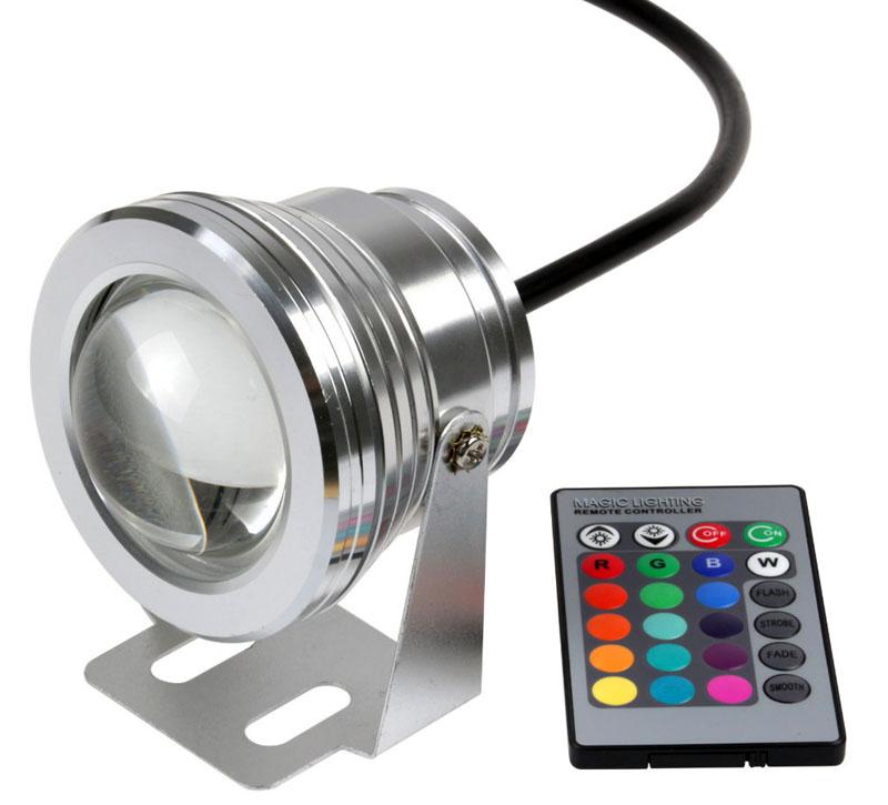 Интересен точечный светодиодный светильник-спот с возможностью изменения цвета посредством ПДУ