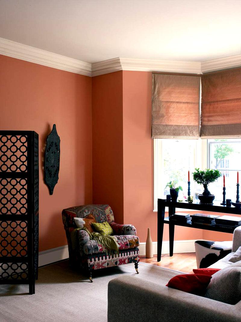 Чтобы помещение не казалось мрачным, рекомендуется обеспечить в нём максимальное количество естественного света