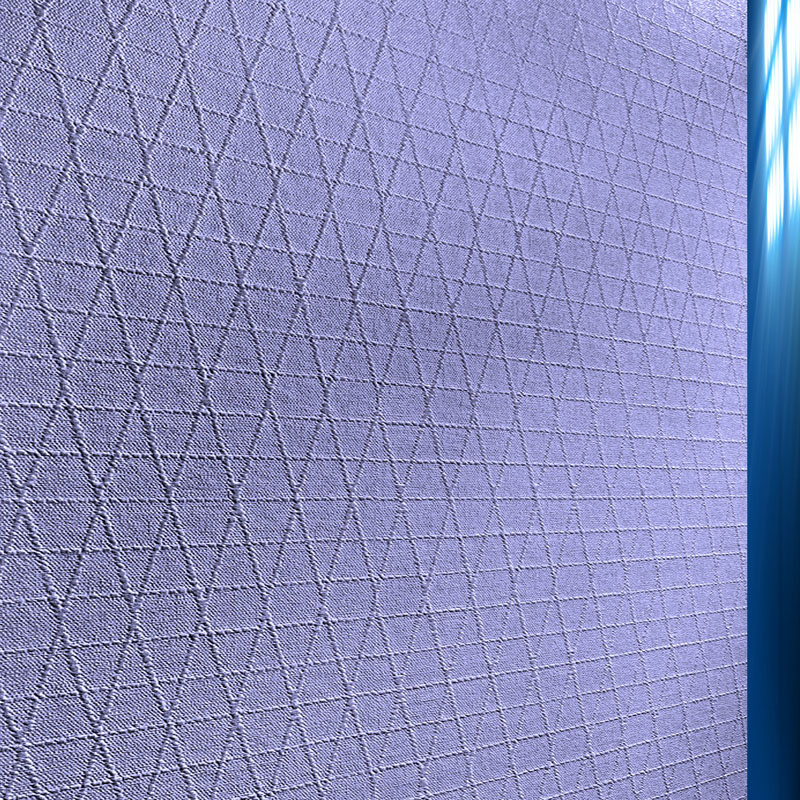 Эффектнее будут выглядеть на стене полотна шириной 1 м