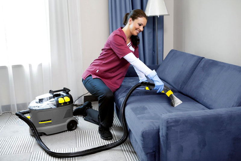 Для очистки мягкой обивки дивана необходима специальная насадка