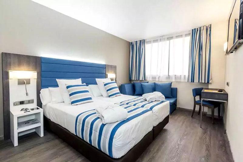 Морские мотивы в оформлении спальни