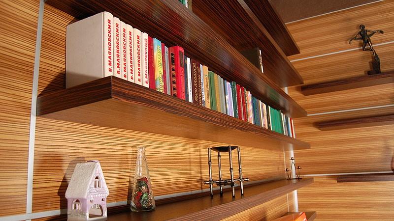 Классические навесные книжные полки