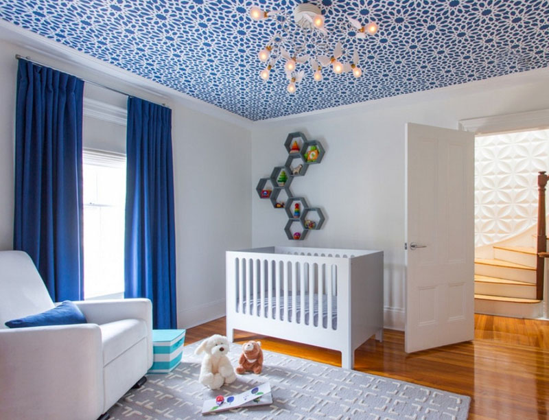 Создаём яркие акценты с помощью разных фактур на потолке