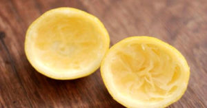 Лимон в сочетании с содой или углём