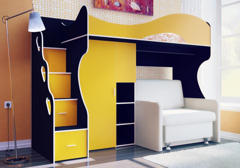 Конструкция дополнена шкафчиком для одежды и ящиками