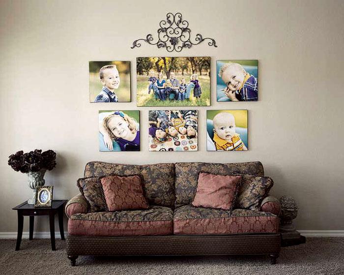 Семейное фотопанно над диваном гостиной