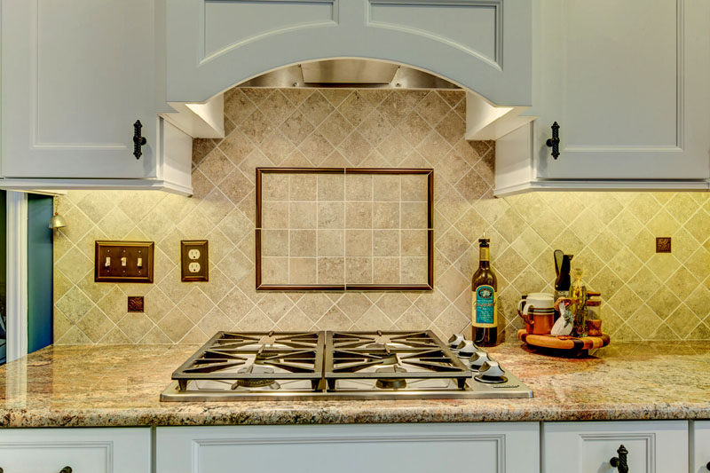 Сам себе дизайнер, или Как выбрать плитку для кухни на фартук