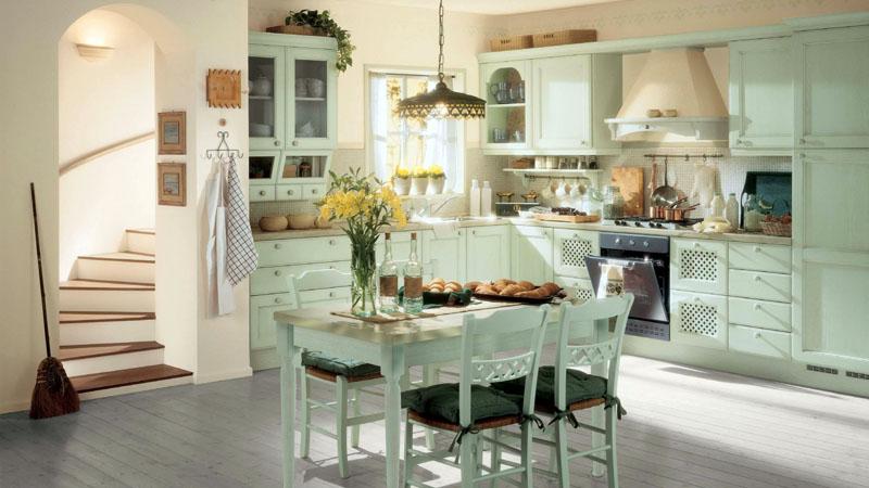 На кухне стены могут быть отштукатурены, в рабочей зоне −использована мозаика