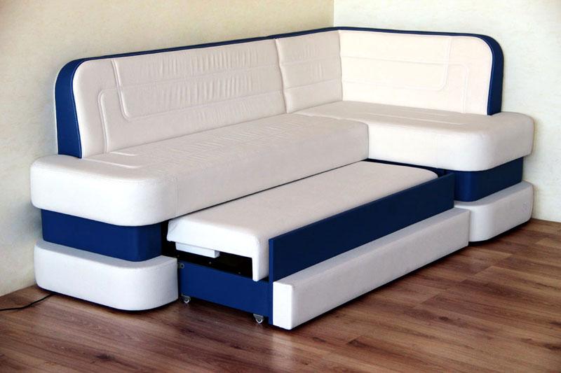В разложенном виде угловой диван не уступает по размерам двуспальной кровати