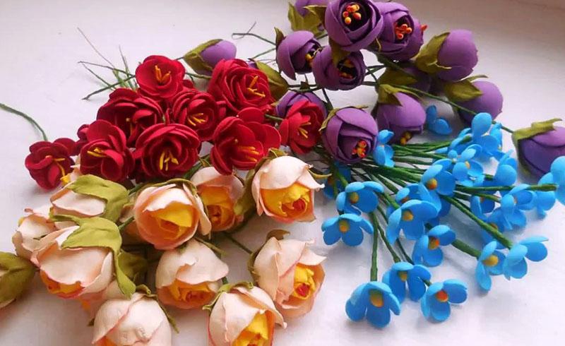 Из обрезков можно создавать как простые цветы, так и пионовидные бутоны