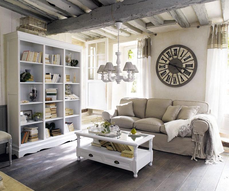 Открытые полки в мебели создают эффект небрежности