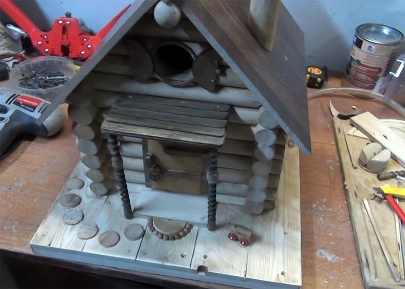 Кормушка для птиц деревянная