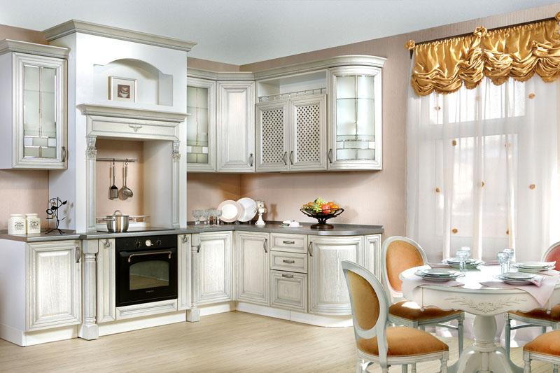 На просторной кухне можно с лёгкостью разместить полноценную столовую
