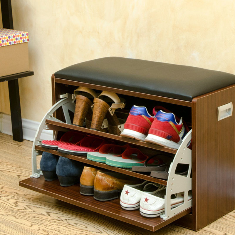 Внутри ящика расположены современные системы хранения обуви