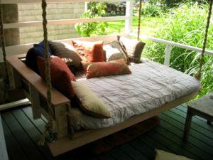 Подвесная кровать или качели