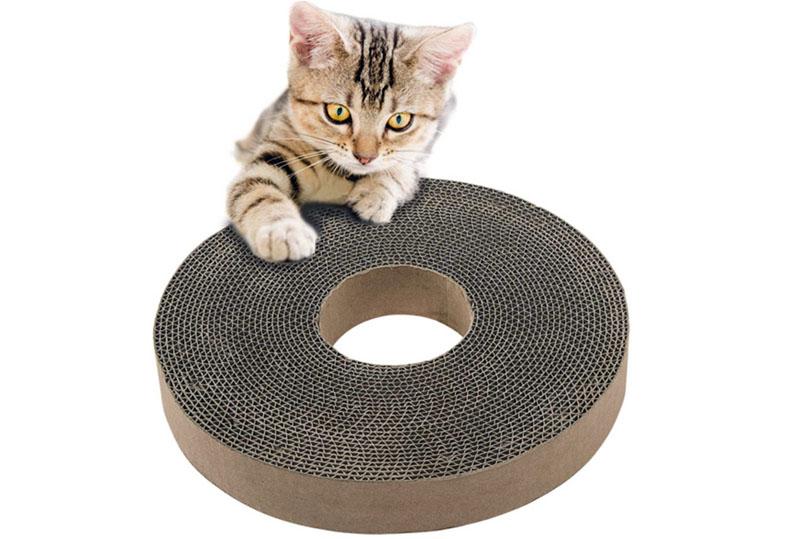 Круглая когтеточка-подушка из картона