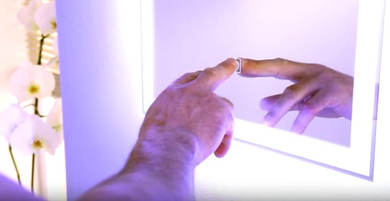Зеркало с ЛЕД-подсветкойи сенсорным управлением для ванной