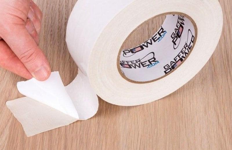 Как отклеить двухсторонний скотч от пластика − специальное средство и немного трения