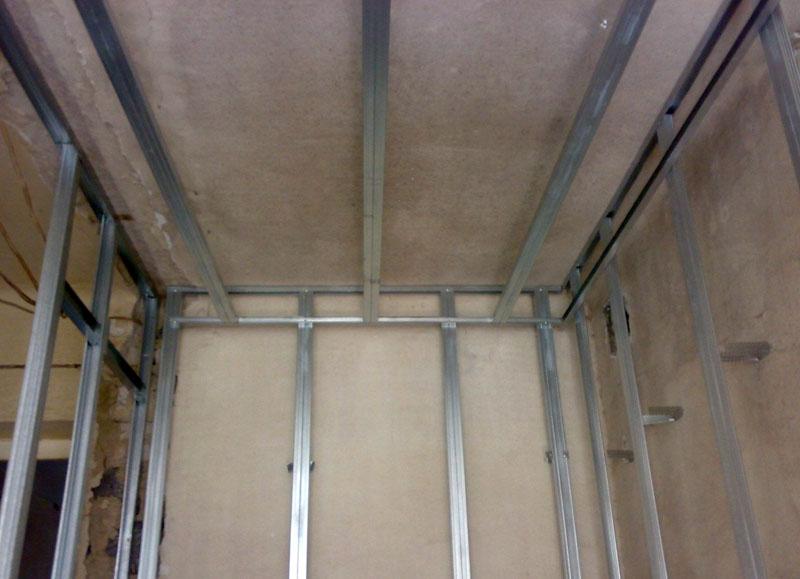 Крепление панелей на обрешётку исключает необходимость предварительной обработки стен