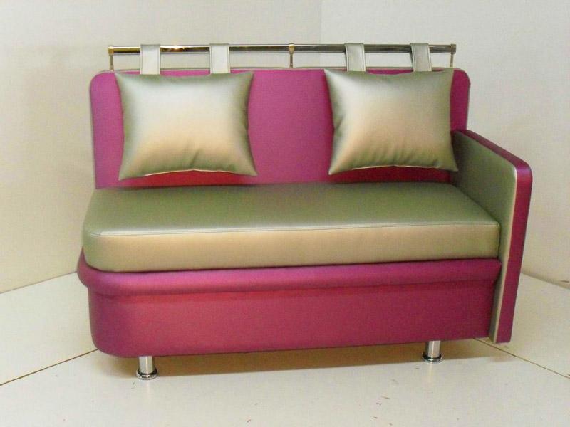 Миниатюрный раскладной диван