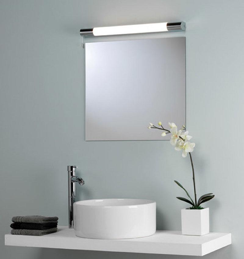 Лампа люминесцентная для подсветки зеркала – хорошее решение для практичных хозяев