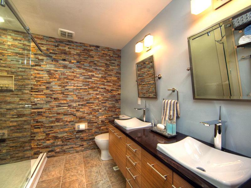Искусственный камень для отделки стен можно использовать в совокупности с покраской