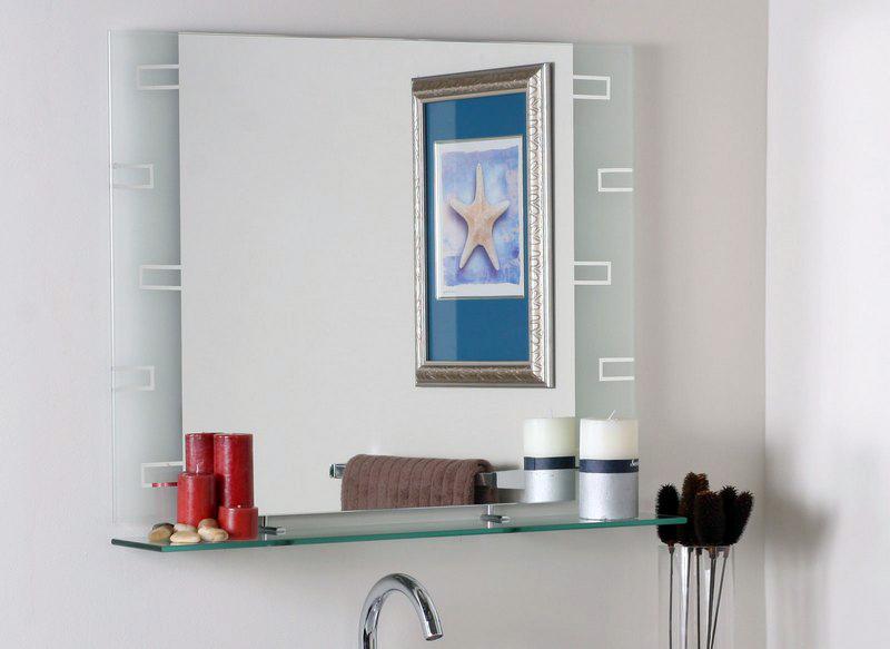 Зеркало в ванную с полочкой – практично и современно