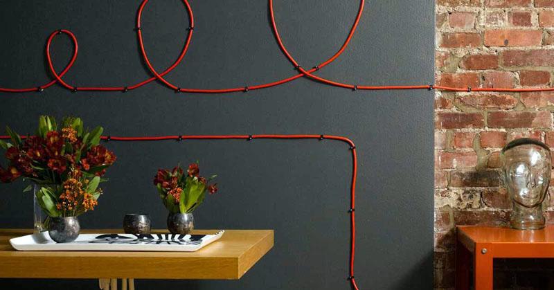 Прекрасный вариант современных дизайнов – открытая проводка на керамических изоляторах