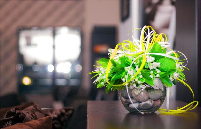 Все элементы цветка и листьев должны быть ровно окрашены