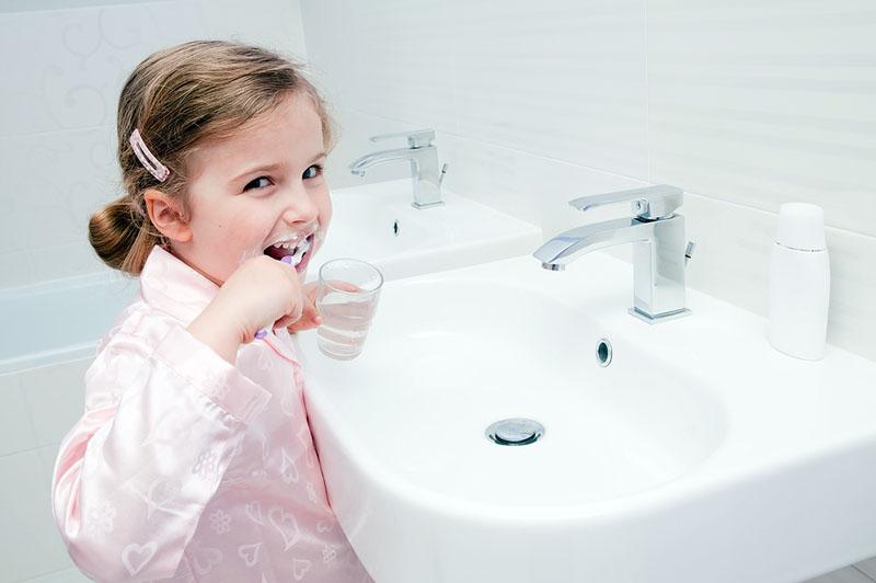 Для ополаскивания рта достаточно стакана воды