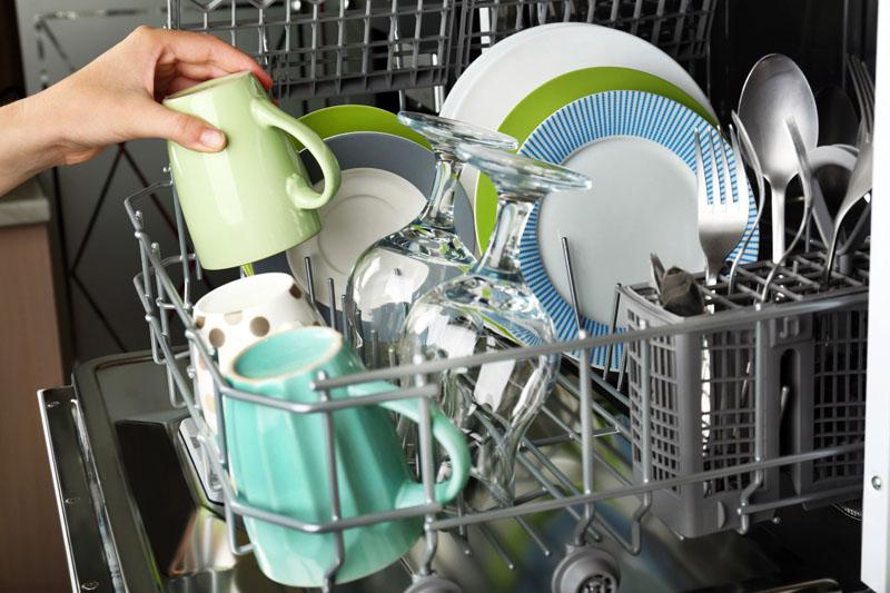 Максимальная загрузка посудомойки также существенно сэкономит затраты на воду