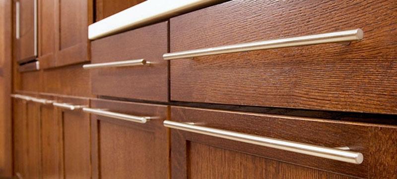 Рейлинговые ручки на кухонных фасадах