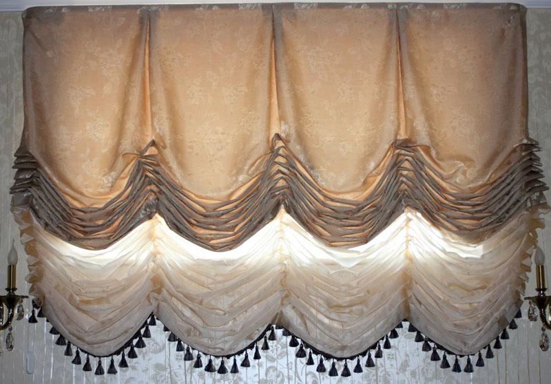 Низ венских штор часто отделывают кружевом и декоративной тесьмой