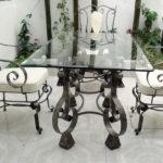 Стеклянные столы для кухни: особенности использования и правила выгодной покупки