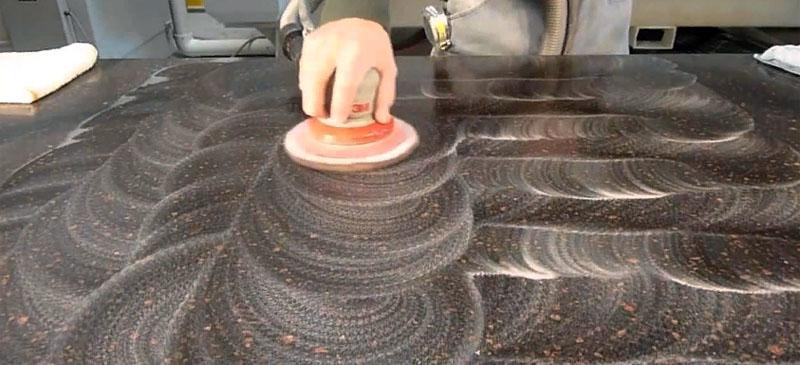 Часть технологического процесса при изготовлении подоконника из искусственного камня своими руками
