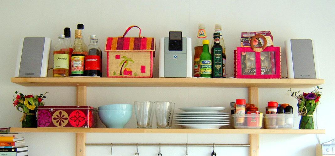 Настенные полочки для кухни: фото
