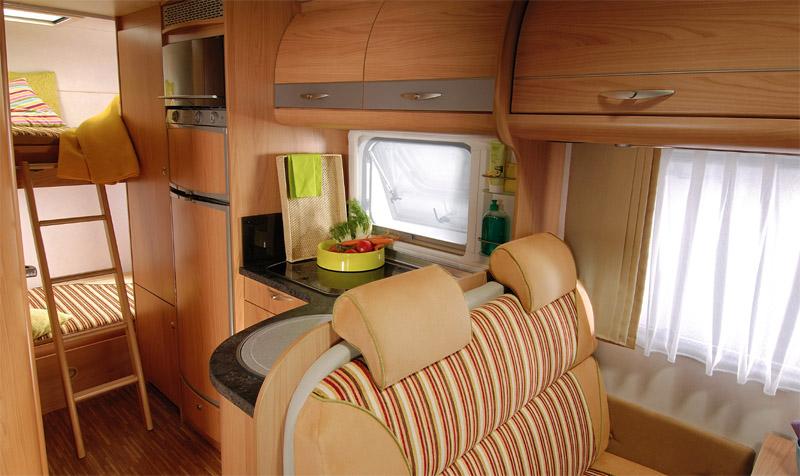 Для больших компаний следует выбирать автодома с дополнительными спальными местами