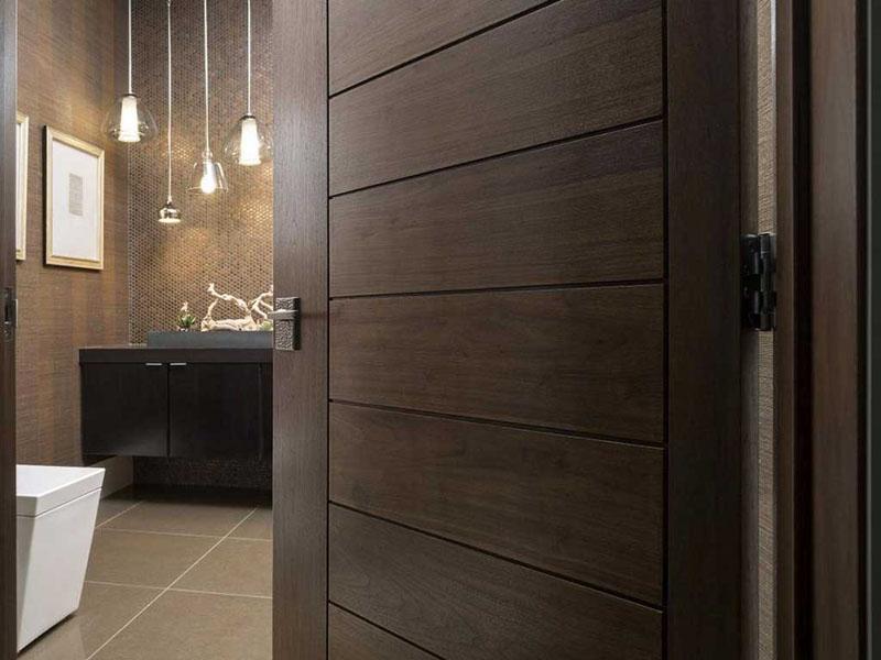 Деревянные двери – это настоящее украшение интерьера