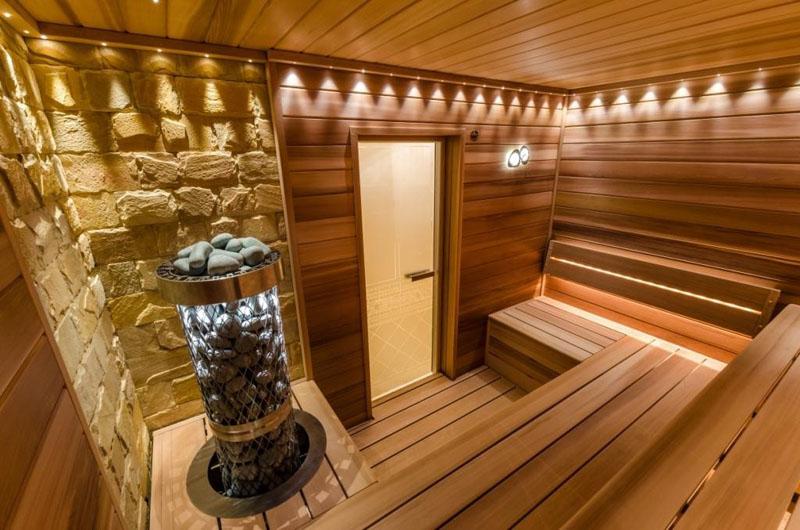 Мобильная баня внутри