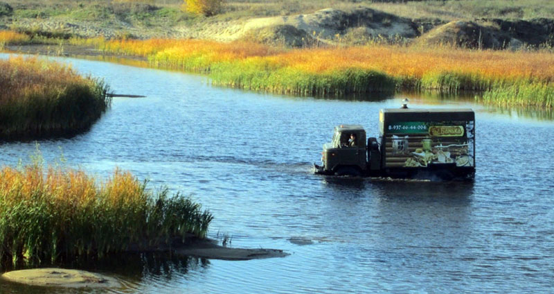 Купишь такую баню на колёсах с ГАЗ 66,и можно не бояться никаких природных препятствий