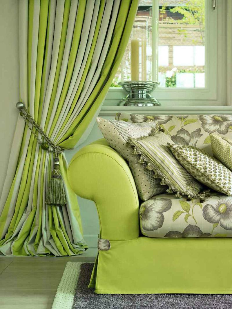 Материал для подушек должен сочетаться с общим оформлением интерьера