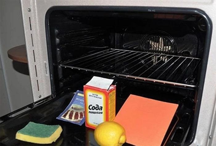 Можно во время уборки воспользоваться проверенными народными рецептами