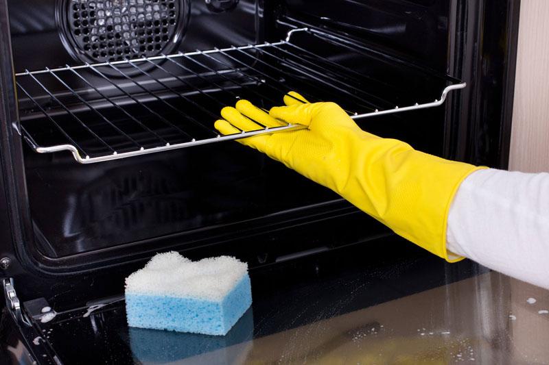 В процессе уборки можно использовать только мягкие губки и салфетки