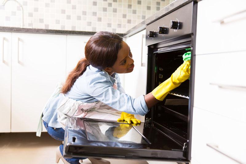 После приготовления пищи останется только протереть все поверхности увлажненной салфеткой