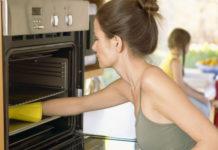 Каталитическая, пиролитическая и гидролизная очистка духовки: что это такое и что лучше