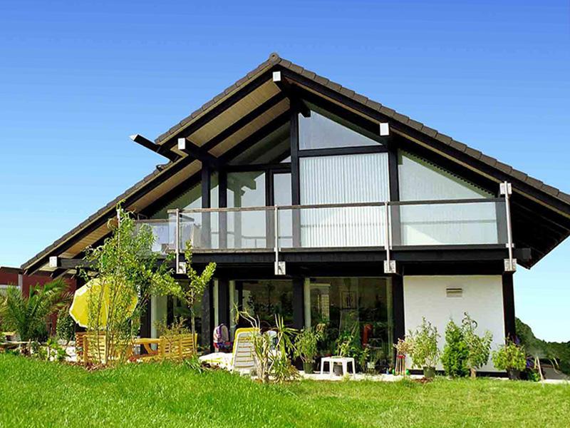 Индивидуальность и возможность использования естественного света по максимуму, вот основные достоинства домов данного типа