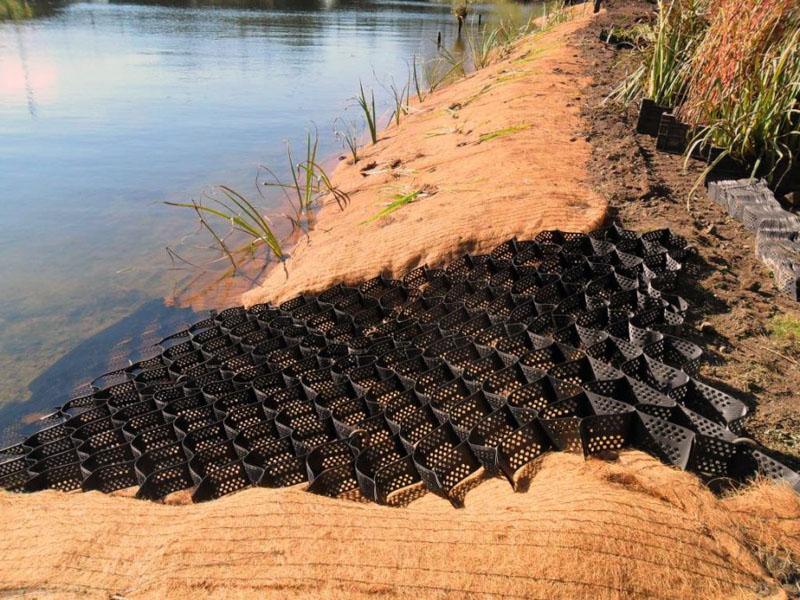 Вариант использования при укреплении берега водоёма