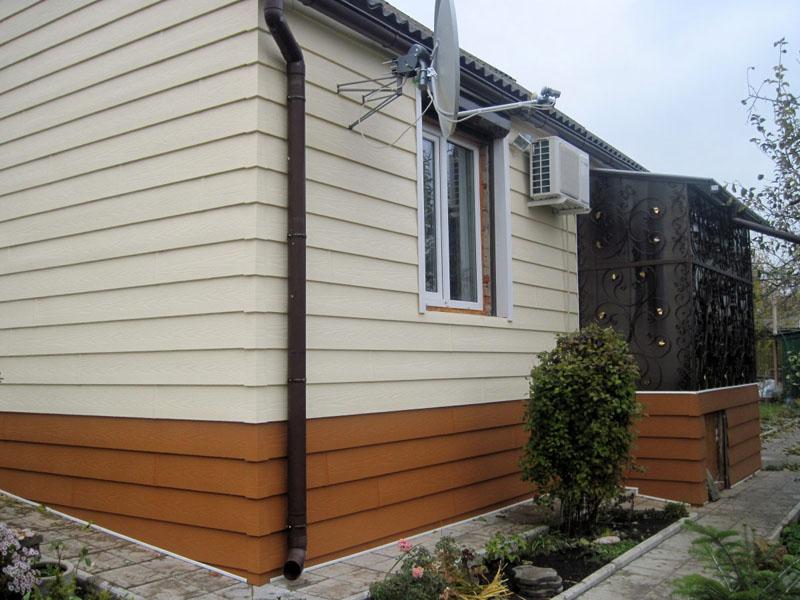 Есть два способа укладки панелей: вертикальный или горизонтальный. Для оформления фасада чаще всего берут за основу горизонтальную кладку