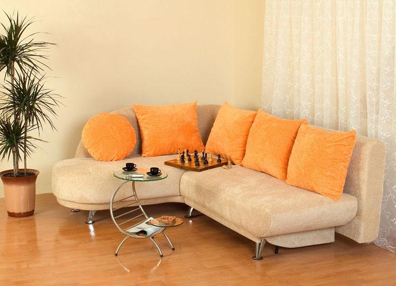 Угловой диван должен вписываться в общее оформление интерьера